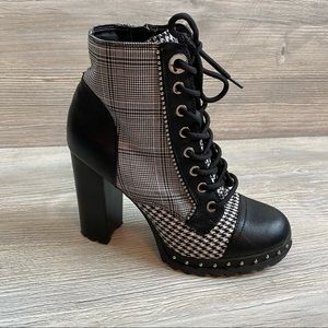 EUC Aldo Marille bootie high heel black and white